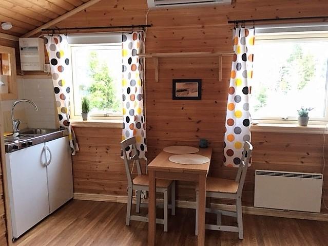Kitchen table in yaer-around-cottage