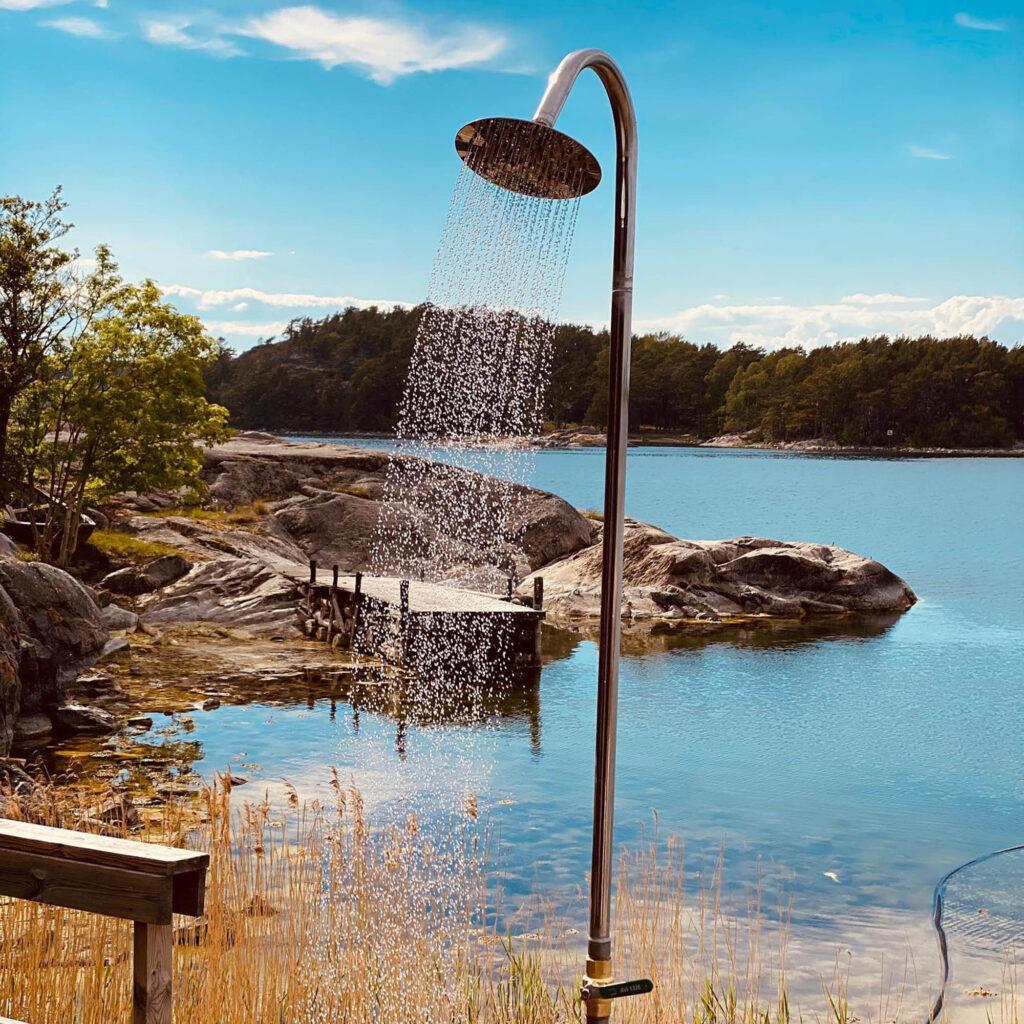 Utedusch vid vattnet/Outdoor shower by the water