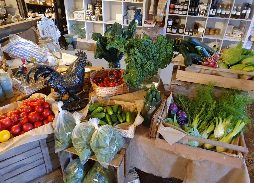 Grönsaker i butik/vegetables in a farmers shop