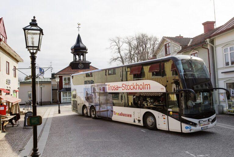 Dubbeldäckad buss på Trosa torg