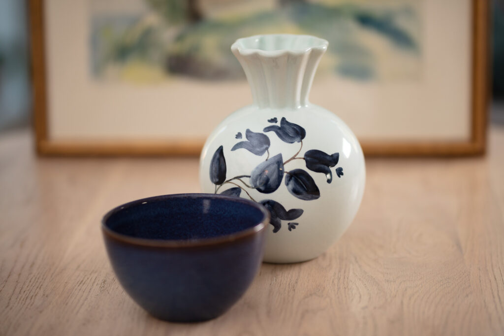 A vase and a bowl