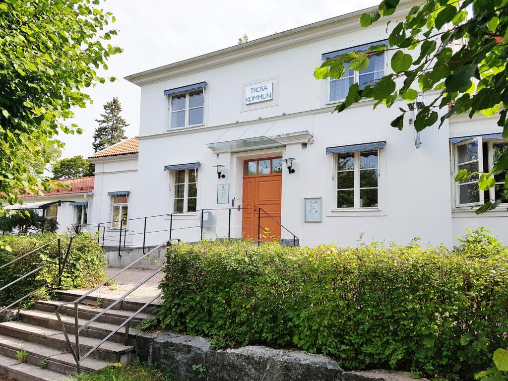 Vita kommunhuset/The white municipal houseite
