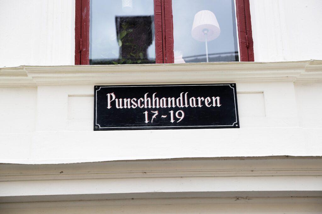 Sign on building saying Punschhandlaren 17-19
